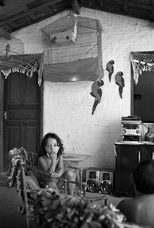 Girl and birds. Patacas, Aquiraz - CE, Brazil. 2008.