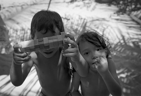 Children playing. Patacas, Aquiraz - CE, Brazil. 2008.