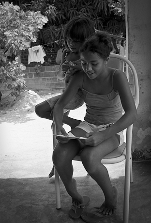 Girls at Bible study. Patacas, Aquiraz - CE, Brazil. 2008.