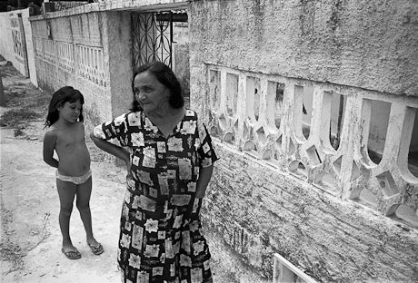 Lady and daughter in the community of Patacas, Aquiraz - CE, Brazil. 2008.