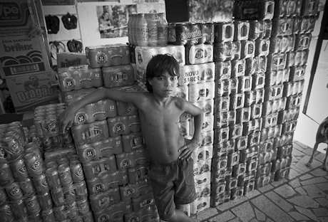 Boy working in the market. Patacas, Aquiraz - CE, Brazil. 2005.