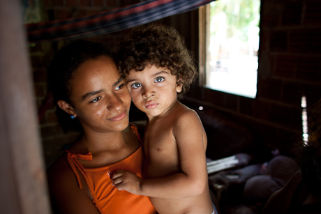Mother and child. Patacas, Aquiraz - CE, Brazil. 2008.