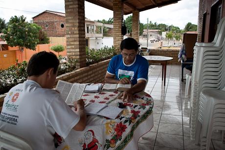 A Bible study. Patacas, Aquiraz - CE, Brazil. 2008.