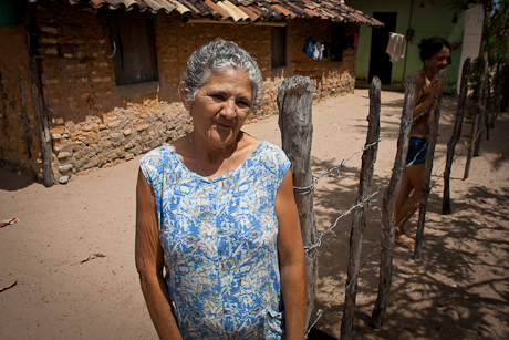 Woman in front of her home. Patacas, Aquiraz - CE, Brazil. 2008.