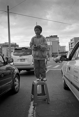 Boy juggling. Quito, Ecuador. 2006.
