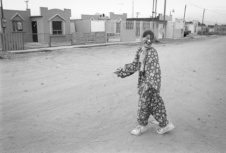Clown in the street. Mexico. 2006.